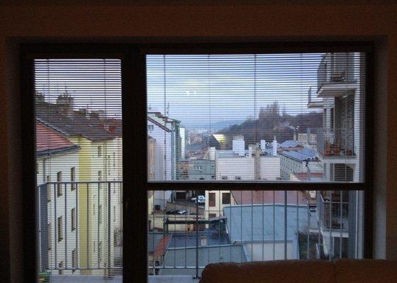 Serizeni 3 oken; oprava zaluzie