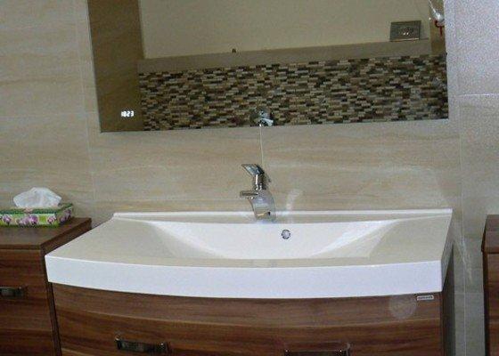 Montáž koupelnového nábytku a zrcadla