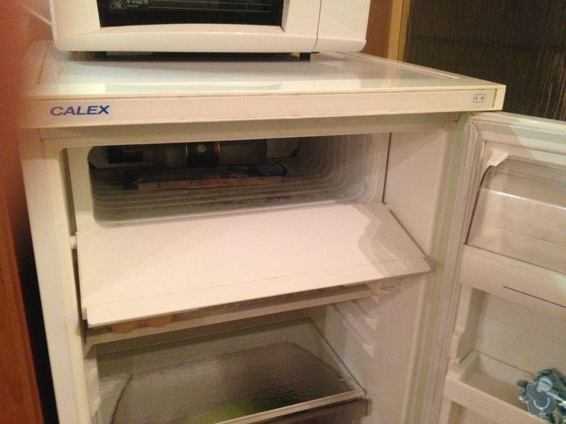Oprava dvířek lednice: lednice_calex_dvirka