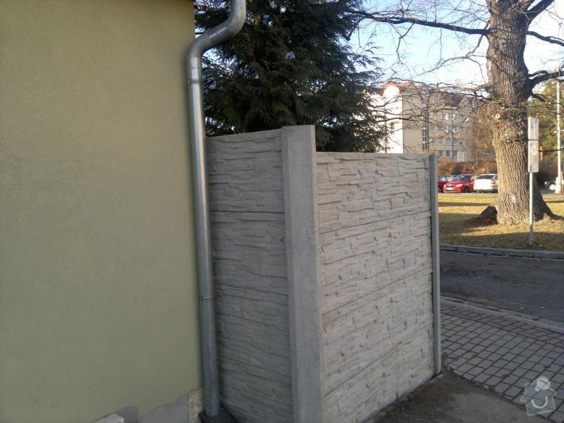 Okrasné bet. oplocení RD České Budějovice: bet._oploceni_CB_ul._Josefy_kolarove_vyska_2_m_delka_20_bm