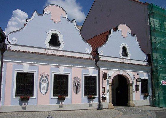 Oprava a nátěr fasády
