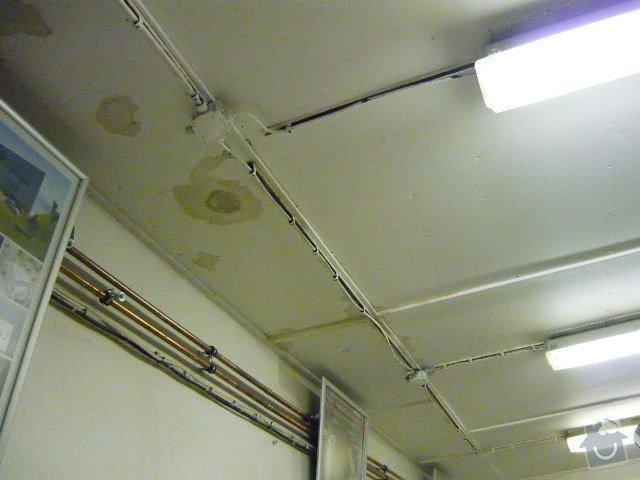 Oprava střechy v místech, kde zatéká: P1000771