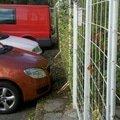 Obnova zahonu na parkovisti obnova provizorniho chodniku prum zastrizeni kerovych skupin na parkovisti v arealu bb centra 2012 10 11 15 34 45 718