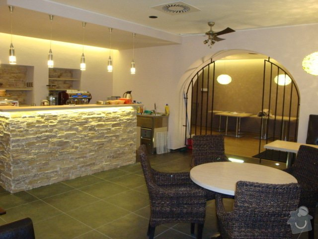 Podhledy,předstěny na baru Cafe Brussel: DSC04242