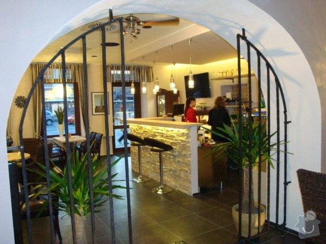 Podhledy,předstěny na baru Cafe Brussel: DSC04321