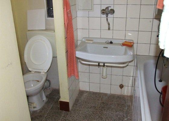 Rekonstrukce bytu v cihlovém domě ve Slaném