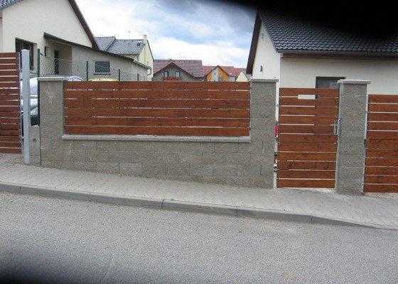 3ks plotových polí,branka a dvoukřídlá brána