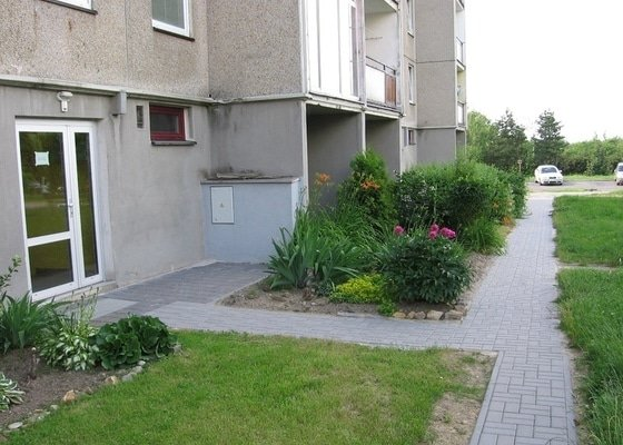Pokládka zámkové dlažby do venkovního chodníku, cca 36 m2