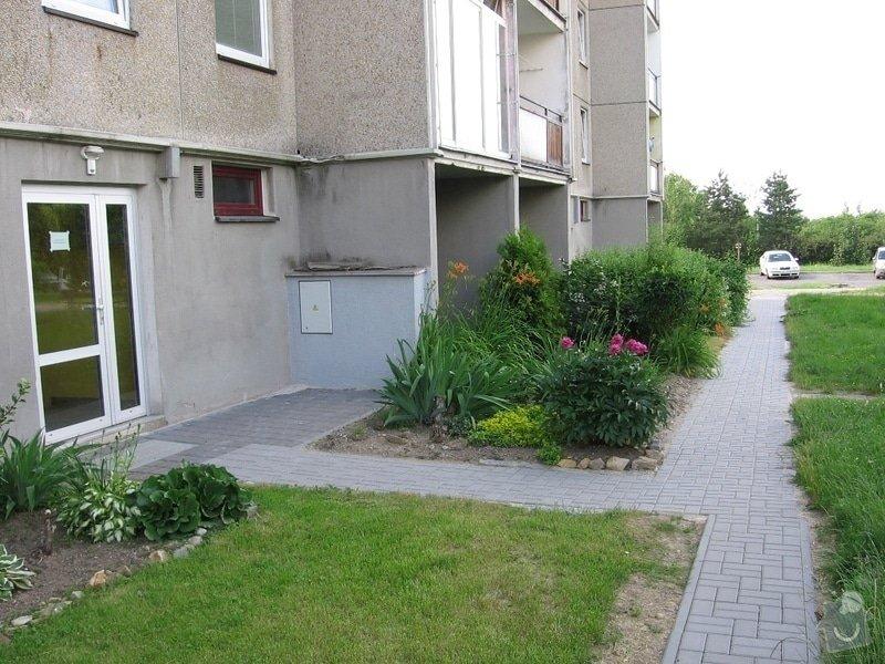 Pokládka zámkové dlažby do venkovního chodníku, cca 36 m2: IMG_7052u