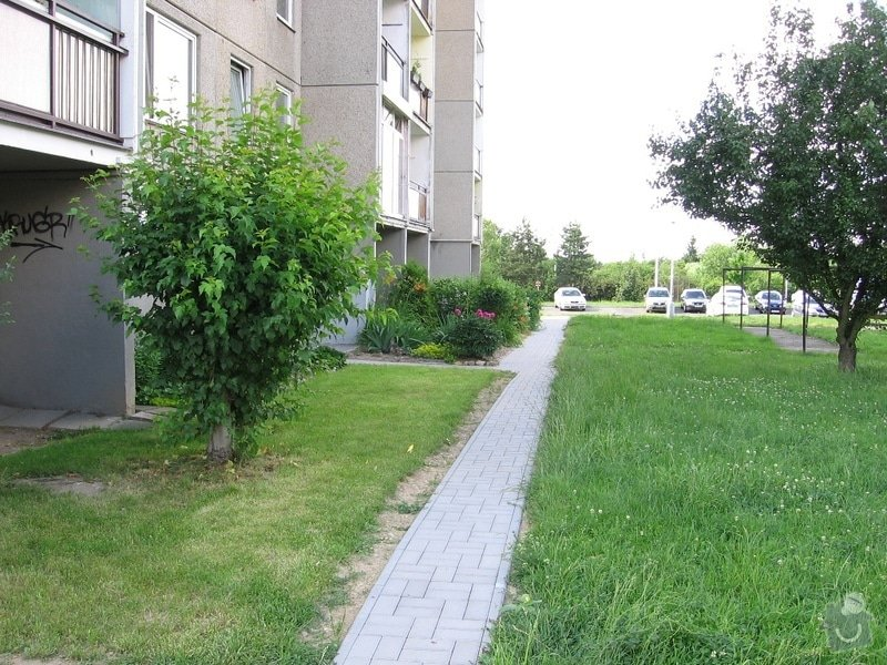 Pokládka zámkové dlažby do venkovního chodníku, cca 36 m2: IMG_7053u