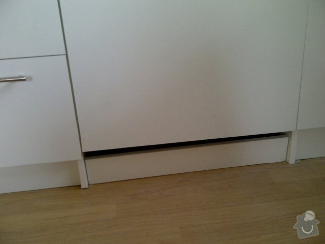 Kuchyňská linka (6 stejných sestav): Praha-20130401-00834