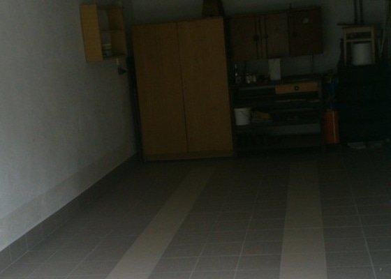Pokládka dlažby v garážích