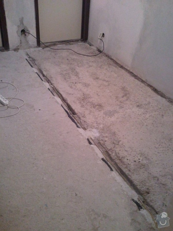 Vyrovnani betonove podlahy 15m2 (chodba v panelaku 7p.): 20130619_094456