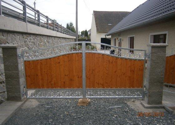 Dvoukřídlá brána a branka