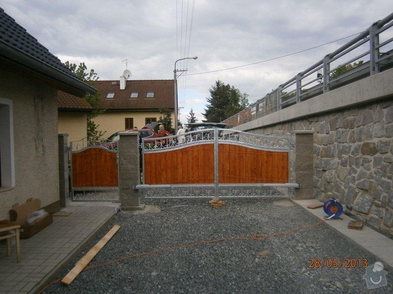 Dvoukřídlá brána a branka: P5281353