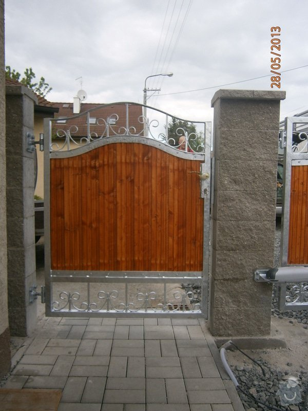 Dvoukřídlá brána a branka: P5281354