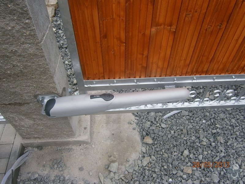 Dvoukřídlá brána a branka: P5281355