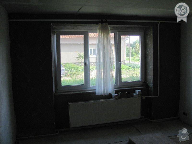 Dokončení jemných omítek cca 16 m2, připevnění parapetů: IMG_0756