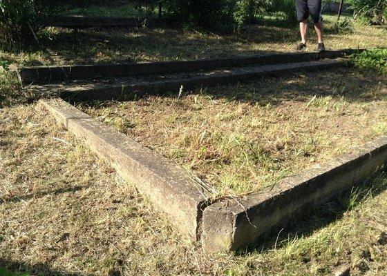 Zemní práce (likvidace betonové desky, úprava zeminy na zahradě))