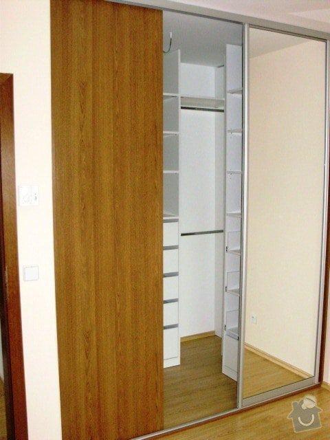 Vestavěné skříně: 352