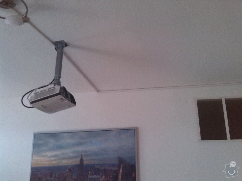 Montáž stropního světla, rolet a projektoru: projektor_listovy_rozvod