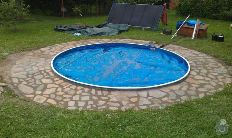 Límec kolem bazénu: IMAG1720