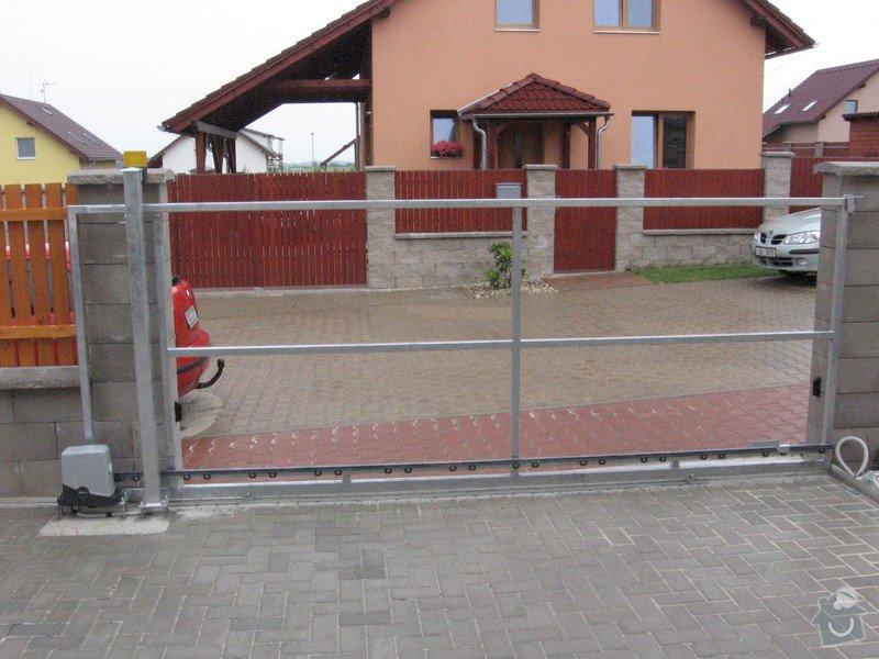 Pojezdová brána a branka.: IMG_3158