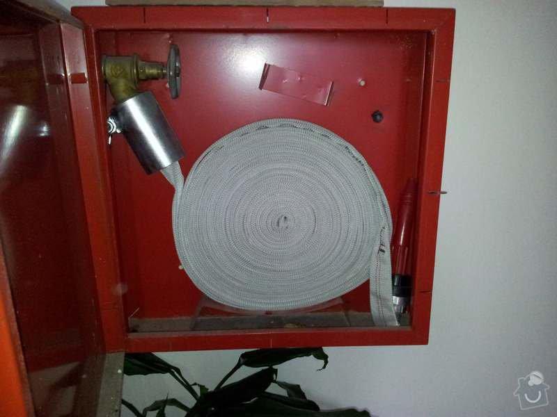 Přeložení hydrantu ve společné chodbě panelového domu.: hydrant