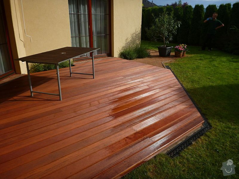 Venkovní terasa z materiálu merbau (Intsia Bijuga): P1020258