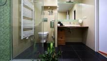 Koupelna s atypickým sprchovým koutem