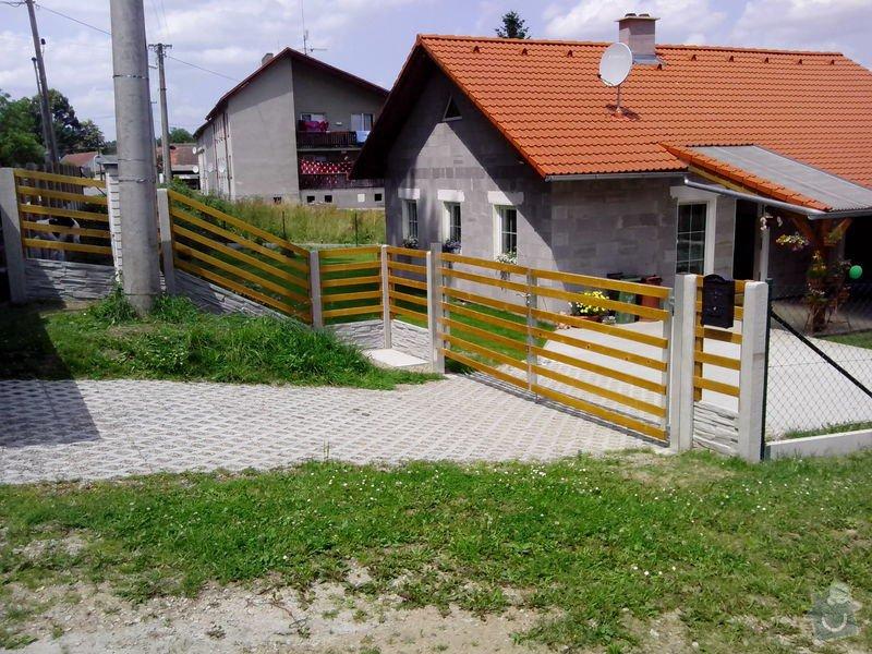 Oplocení RD Dolní Nakvasovice: bet._oploceni_s_drevenou_vyplni_Dolni_Nekvasovice_30_bm