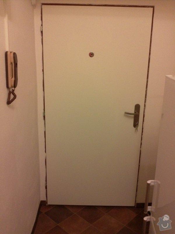 Čalounění vstupních dveří do bytu: CAM00796