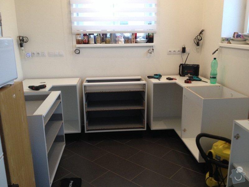 Instalace pracovní desky v kuchyni: 057