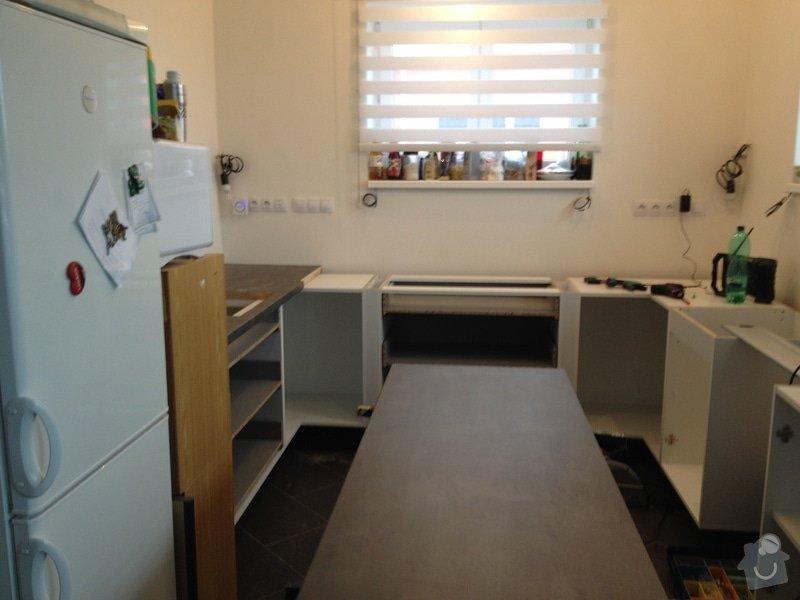 Instalace pracovní desky v kuchyni: 060