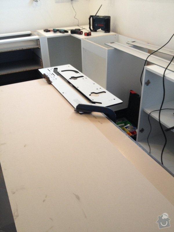 Instalace pracovní desky v kuchyni: 061