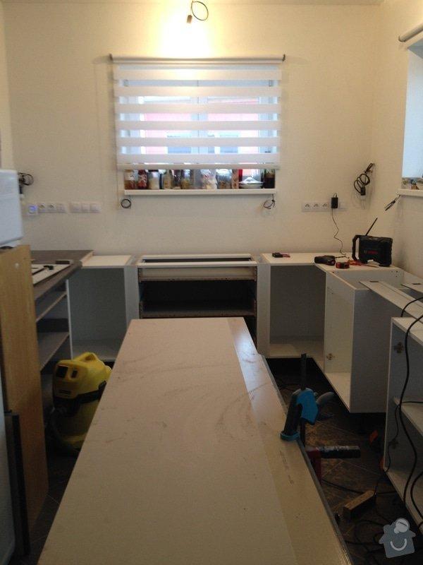 Instalace pracovní desky v kuchyni: 062