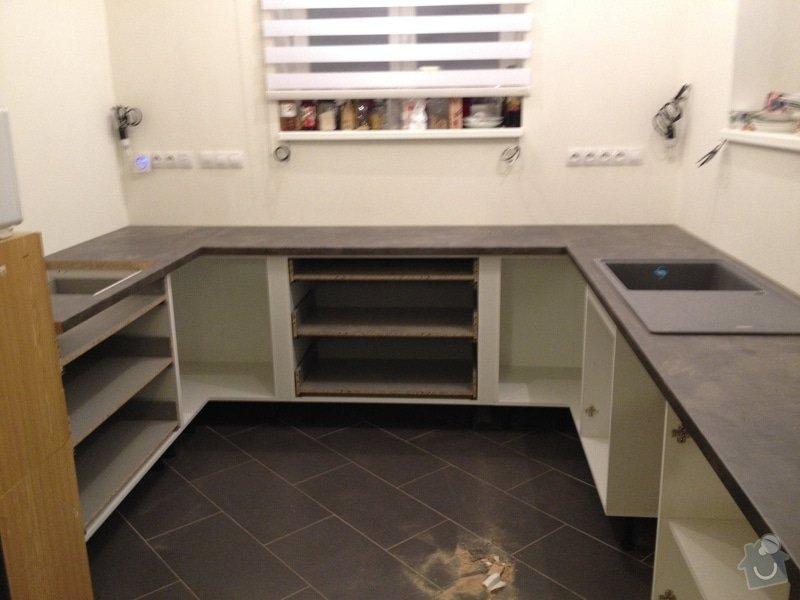 Instalace pracovní desky v kuchyni: 065