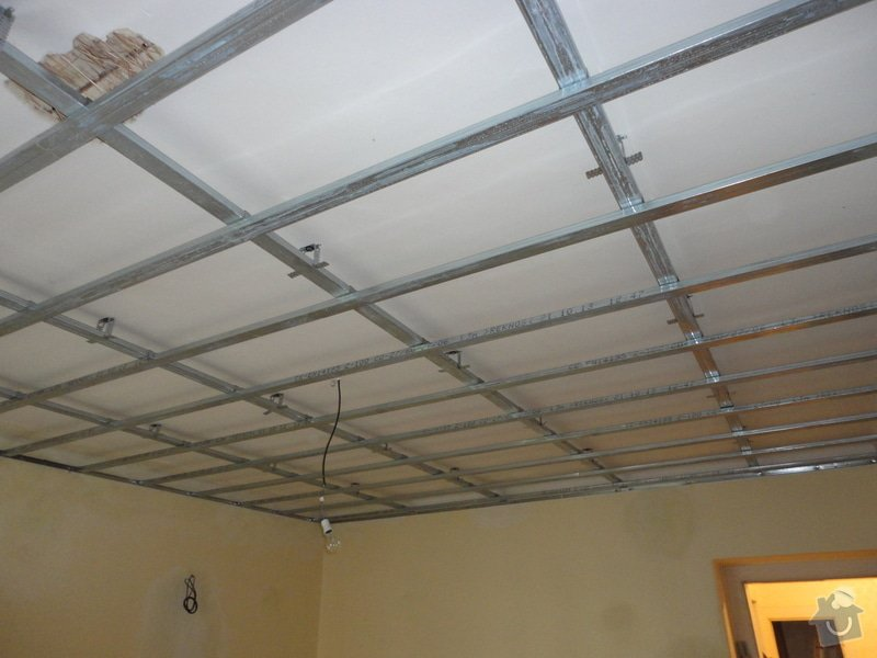 Sádrokarton - stropy s ukotvením: DSC01532