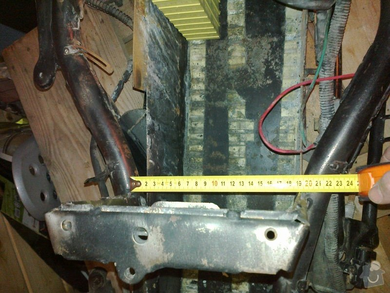 Nové uchycení nerez bateriové vany na elektrskútru, případně nová vana (nemusí být nerez): 13112012052