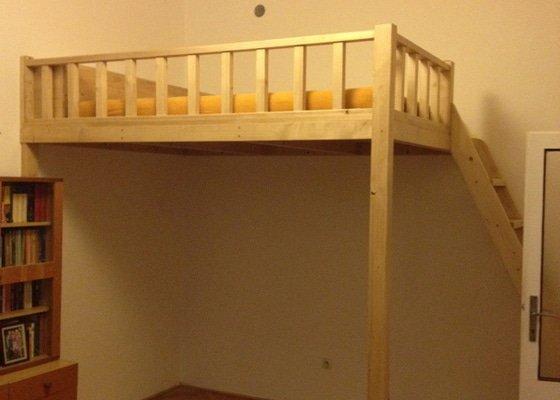 Dřevěné patro na spaní