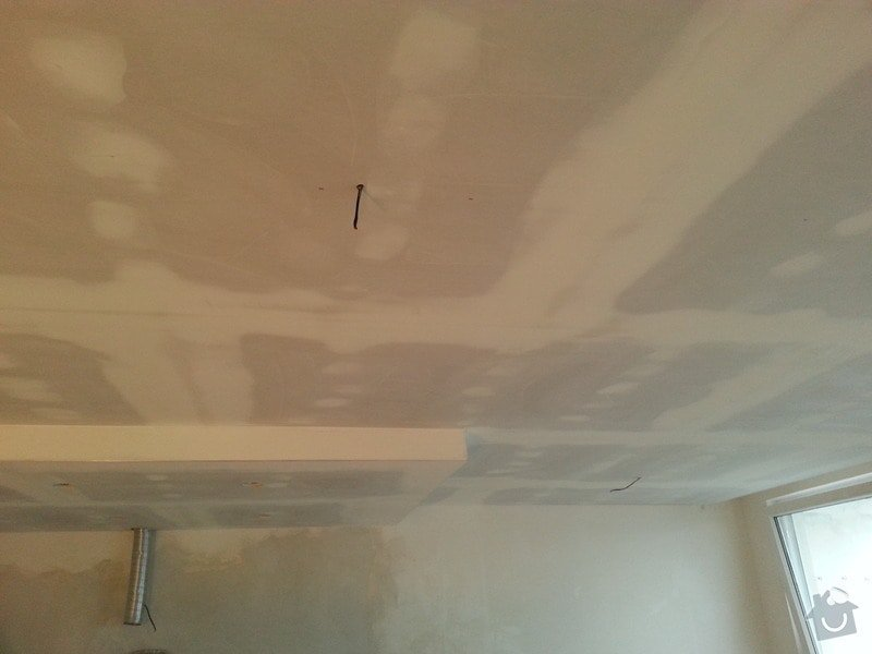 Podhled v prostoru obývák/kuchyň: 20140117_104755