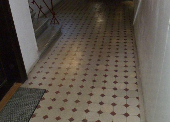 Strojový úklid podlahy