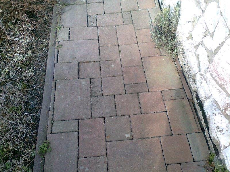 Opravu místy propadlé zámkové dlažby: 003