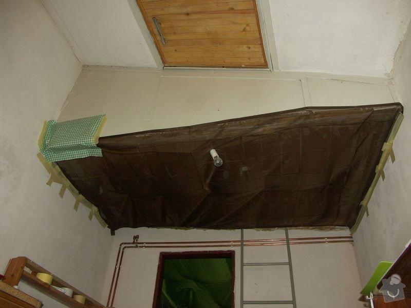 Rekonstrukce dřevěných stropů a podlahy půdy, přístupu na půdu a termoizolace: 1pred_strop_na_chodbe_pred_koupelnou