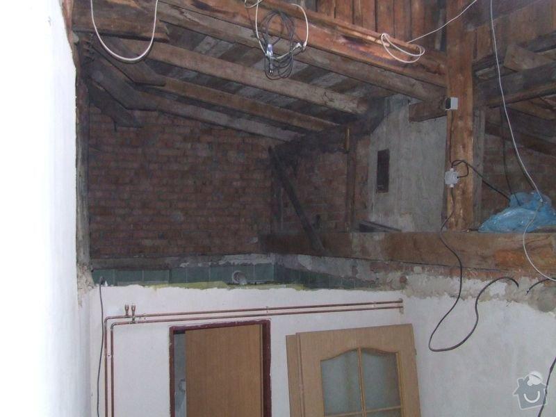 Rekonstrukce dřevěných stropů a podlahy půdy, přístupu na půdu a termoizolace: 2-2prubeh_vymena_stropnich_tramu_chodba_pred_koupelnou