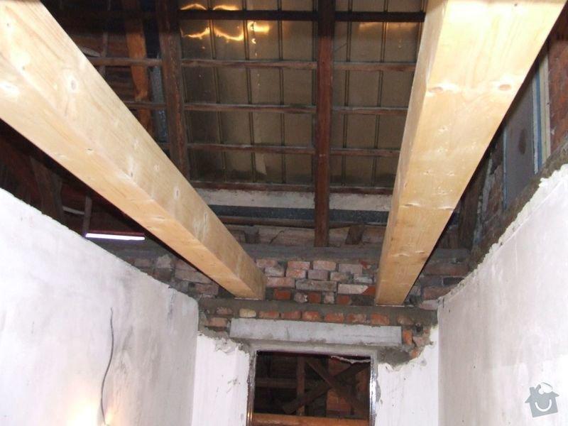 Rekonstrukce dřevěných stropů a podlahy půdy, přístupu na půdu a termoizolace: 2-3prubeh_upevneni_tramu_vymena_prekladu_chodba