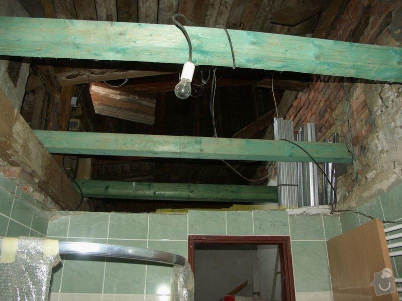 Rekonstrukce dřevěných stropů a podlahy půdy, přístupu na půdu a termoizolace: 2-5prubeh_stropni_ramy_nad_koupelnou