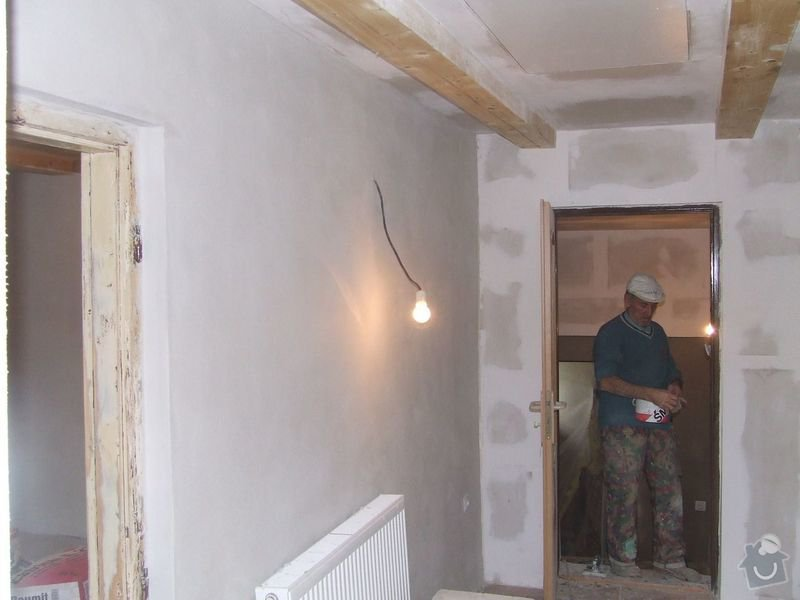 Rekonstrukce dřevěných stropů a podlahy půdy, přístupu na půdu a termoizolace: 3dokoncovani_chodba