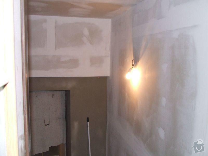Rekonstrukce dřevěných stropů a podlahy půdy, přístupu na půdu a termoizolace: 3dokoncovani_chodba_pred_koupelnou