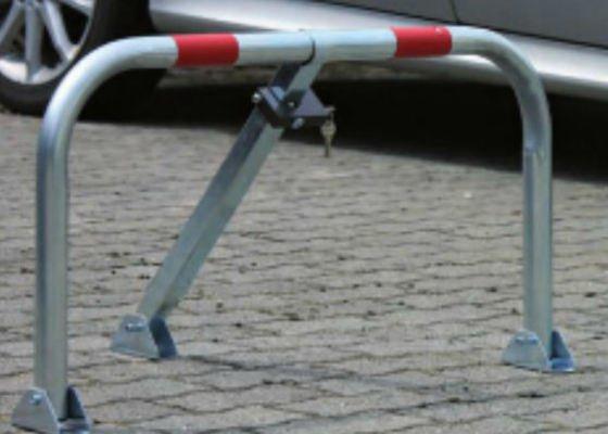 Instalace 10ks sklopných parkovacích zábran